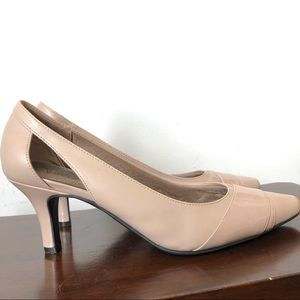 Life stride nude heels size 9.5